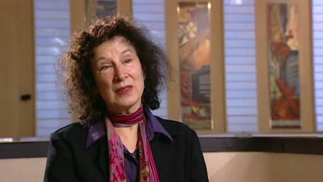 margaret atwood believes 'you can live a pretty normal life' as a celebrity in canada core number andn109t aeyz198w - letteratura video stock e b–roll