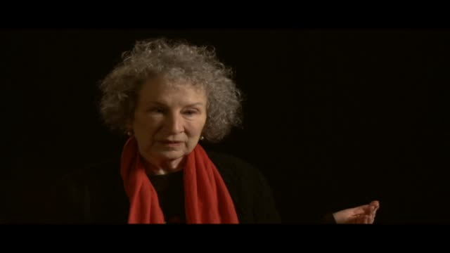 vídeos de stock e filmes b-roll de margaret atwood has received numerous awards. she is the author of more than fifty volumes of poetry and is best known for her novels, which include... - poesia literatura