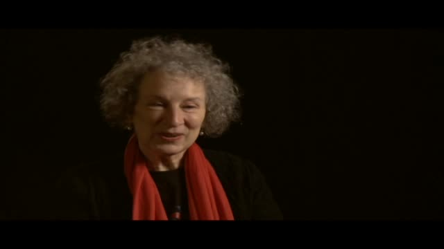 vidéos et rushes de margaret atwood has received numerous awards. she is the author of more than fifty volumes of poetry and is best known for her novels, which include... - littérature