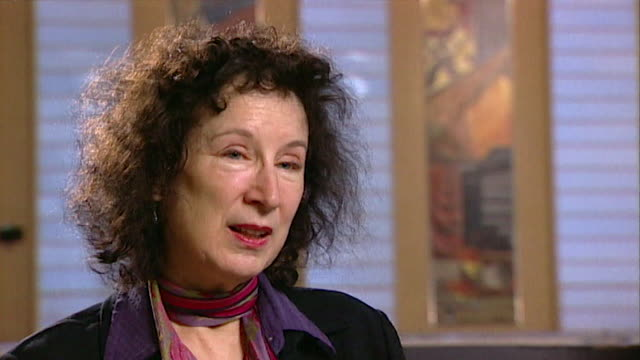 margaret atwood on her error in trying to use a 'system' to help her write a novel core number andn109t aeyz198w - letteratura video stock e b–roll