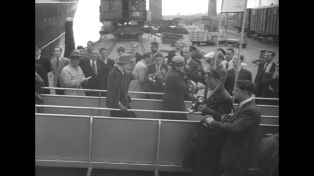 stockvideo's en b-roll-footage met margaret gets off ship and walks down gangway / cu margaret and us ambassador to netherlands selden chapin with crowd in background / margaret... - margaret truman