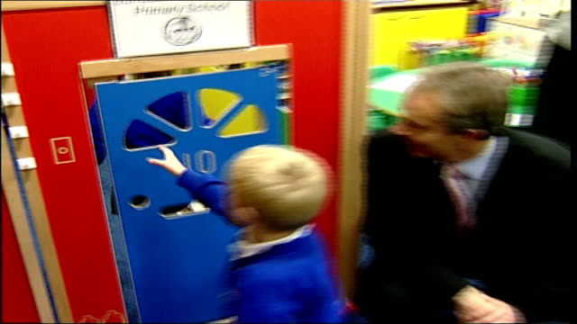 margaret hodge criticises tony blair over iraq war england newcastle int **flash photography** tony blair mp watching primary school age children... - マーガレット・ホッジ点の映像素材/bロール