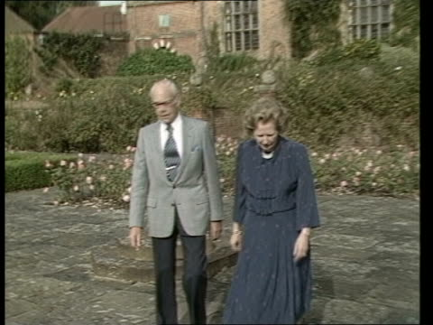 stockvideo's en b-roll-footage met margaret thatcher and denis thatcher at chequers ahead of her 60th birthday england buckinghamshire chequers ext lms margaret thatcher mp and husband... - bedektzadigen