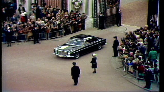 margaret thatcher becomes pm; england london buckingham palace av callaghan car out of buckingham palace and down the mall. - margaret thatcher stock videos & royalty-free footage