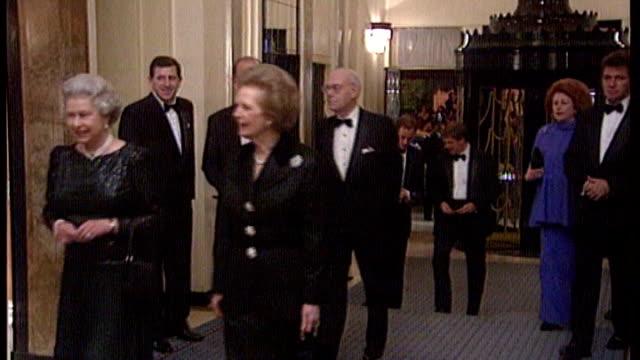 margaret thatcher death: funeral arrangements / celebration parties held; lib england: london: claridges: int queen elizabeth ii and former pm, lady... - 女王点の映像素材/bロール