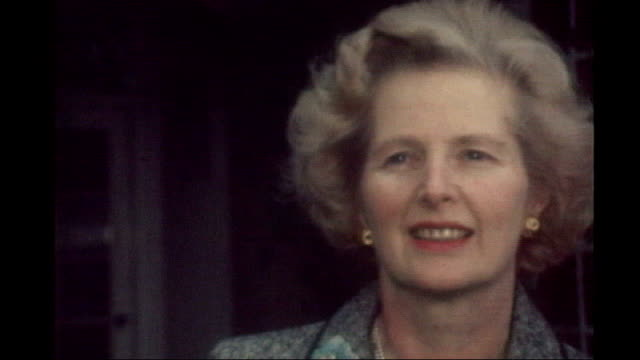 stockvideo's en b-roll-footage met obituary 1221975 / s17110602 margaret thatcher photocall standing outside house margaret thatcher waving during photocall outside house - margaret thatcher