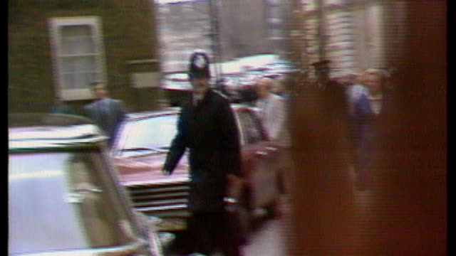 obituary 451979 / s17110602 england london downing street ext margaret thatcher shaking hands with crowds as entering downing street after winning... - general election stock videos & royalty-free footage