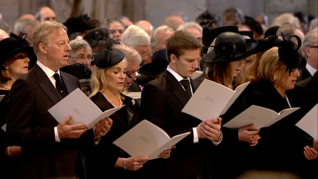 vídeos de stock, filmes e b-roll de 1100 1200 **music heard over following** various of congregation singing hymn to be a pilgrim including close shots of sir mark thatcher/ lord tebbit... - terry wogan