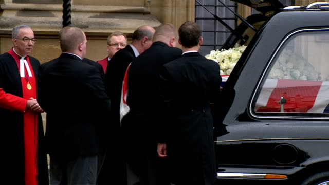 coffin procession and st paul's arrivals ext john major and his wife norma major arriving closely followed by tony blair and his wife cherie blair/... - hearse stock videos & royalty-free footage