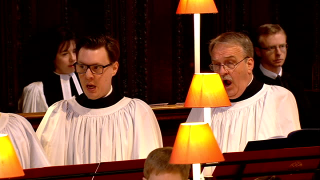 stockvideo's en b-roll-footage met funeral service england london st paul's cathedral int choir sing hear my prayer o lord and let my crying come unto thee sot cutaways including wide... - henry purcell