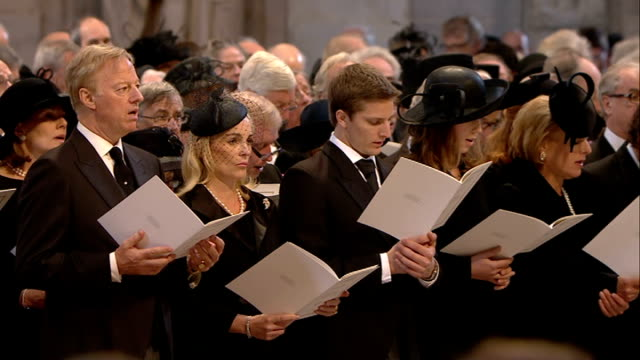 "margaret thatcher funeral: st paul's cathedral arrivals and start of service; **music heard over following** various of congregation singing hymn ""to... - terry wogan stock-videos und b-roll-filmmaterial"