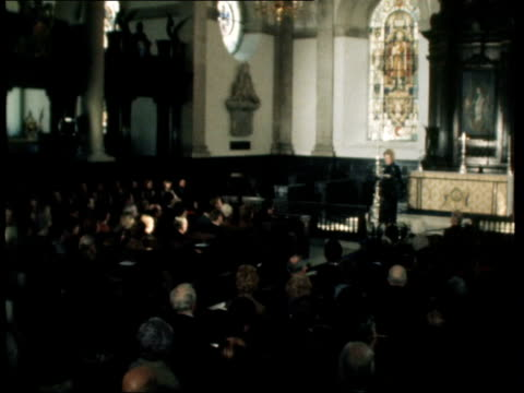 margaret thatcher gives lunchtime lecture in city church c england london st lawrence jewry church bv margaret thatcher up aisle to lectern bv... - congregation stock videos & royalty-free footage