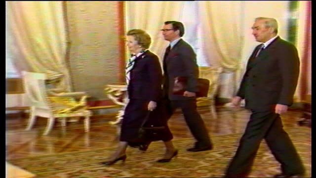 stockvideo's en b-roll-footage met moscow ext ms margaret thatcher motorcade cars and motorcycle and sidecars with lights flashing towards thatcher car with flags rl and away to bv... - margaret thatcher