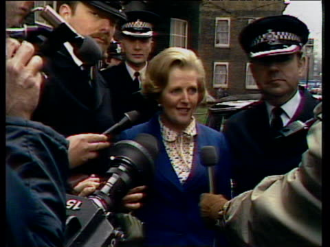vídeos de stock, filmes e b-roll de margaret thatcher newly elected as britain's first woman prime minister arrives at 10 downing street describing her sense of responsibility to press... - primeiro ministro