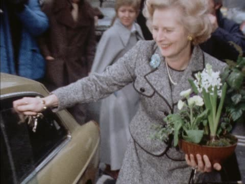 margaret thatcher talks to press having been declared the new and first female leader of the conservative party - conservative party stock-videos und b-roll-filmmaterial