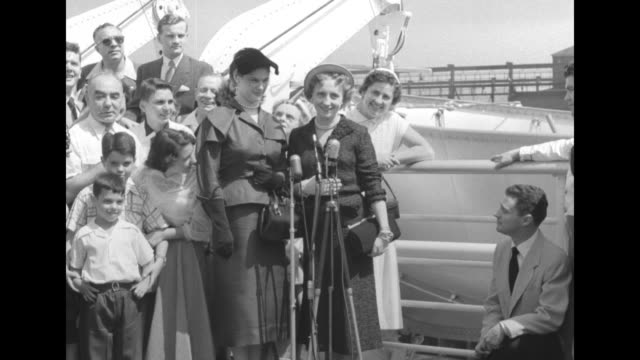 margaret truman and her friend drucie snyder horton behind microphones others including boys stand behind margaret speaks man crouching signals to... - margaret truman stock-videos und b-roll-filmmaterial