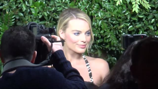 vídeos de stock e filmes b-roll de margot robbie at the charles finch and chanel preacademy awards dinner at madeo in beverly hills at celebrity sightings in los angeles on march 03... - chanel