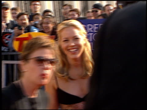 stockvideo's en b-roll-footage met maria bello at the 1998 screen actors guild sag awards at the shrine auditorium in los angeles, california on march 8, 1998. - maria bello