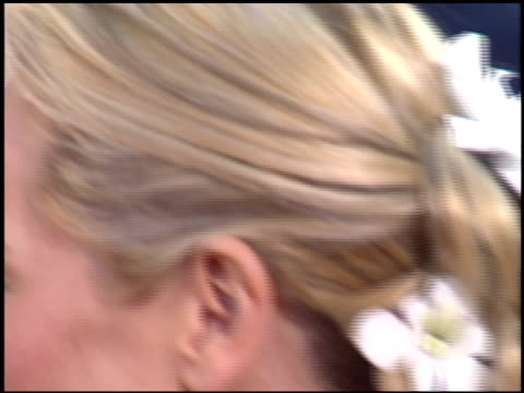 stockvideo's en b-roll-footage met maria bello at the 2004 golden globe awards at the beverly hilton in beverly hills, california on january 25, 2004. - maria bello