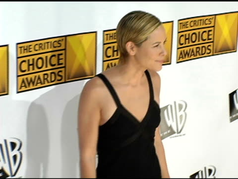 stockvideo's en b-roll-footage met maria bello at the 2005 critics' choice awards at the wiltern theater in los angeles, california on january 10, 2005. - maria bello