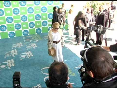 stockvideo's en b-roll-footage met maria bello at the 20th annual independent spirit awards arrivals and interviews at santa monica in santa monica, california on february 26, 2005. - maria bello
