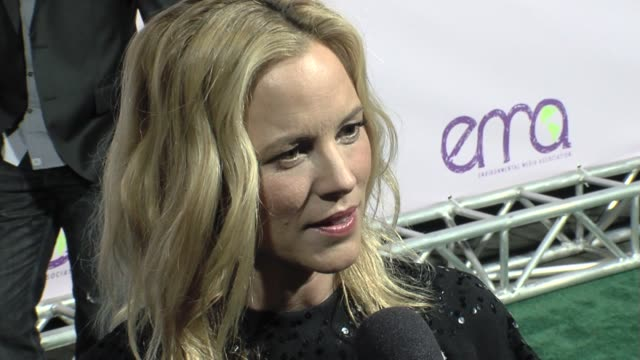 maria bello on the event at the the 18th annual environmental media awards benefiting the environment at los angeles ca - environmental media awards点の映像素材/bロール