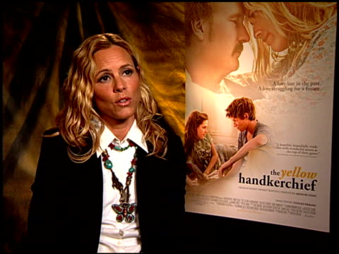 stockvideo's en b-roll-footage met maria bello on what people can do to help in haiti. at the 'the yellow handkerchief' junket at hollywood ca. - maria bello