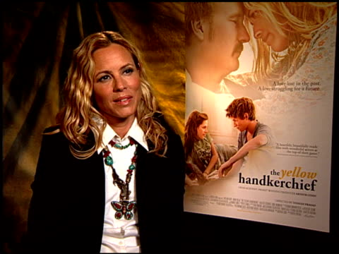 stockvideo's en b-roll-footage met maria bello on working with william hurt. at the 'the yellow handkerchief' junket at hollywood ca. - maria bello