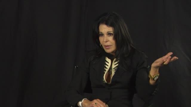 maria conchita alonso on the perception of hugo chavez at the maria conchita alonso attacks oliver stone's film 'south of the border' at los angeles... - ウゴ・チャベス点の映像素材/bロール