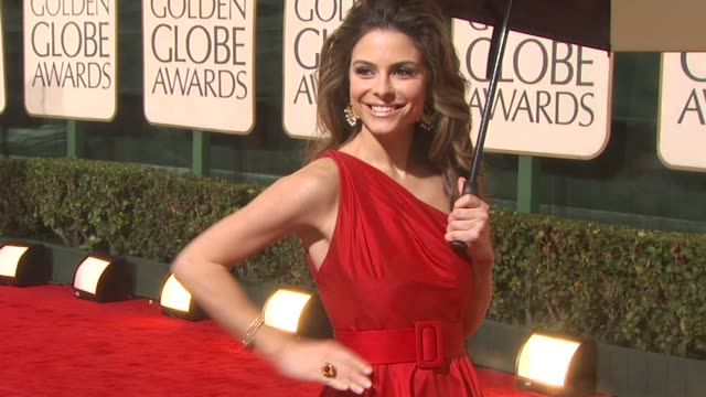 maria menounos at the 67th annual golden globe awards arrivals part 3 at beverly hills ca - ゴールデングローブ賞点の映像素材/bロール