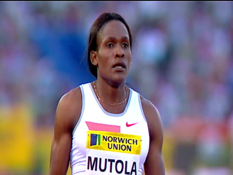 maria mutola prepares for start of women's 800m, waves to crowd, 2004 crystal palace athletics grand prix, london - 800 metre stock videos & royalty-free footage