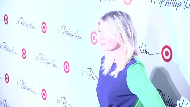 vídeos de stock, filmes e b-roll de maria sharapova at 31 phillip lim for target launch event on september 05 2013 at 50 varick street new york new york - maria sharapova