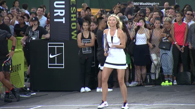 vídeos de stock, filmes e b-roll de maria sharapova at nike's nyc street tennis event at tbd on august 24 2015 in new york city - maria sharapova