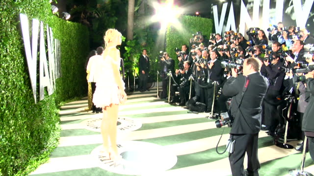 vidéos et rushes de maria sharapova at the 2012 vanity fair oscar party hosted by graydon carter inside party at west hollywood ca - vanity fair oscar party