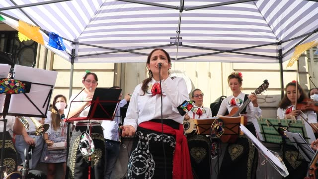 vídeos de stock e filmes b-roll de mariachi band of all women plays for the first time together traditional songs outside the restaurant 'el cartel del taco' during mexican national... - arte, cultura e espetáculo