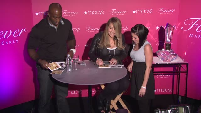 vídeos y material grabado en eventos de stock de mariah carey and guest at the mariah carey showcases her new fragrance 'forever' at macy's herald square at new york ny - macy's