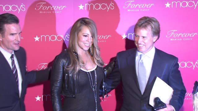 vídeos y material grabado en eventos de stock de mariah carey and hosts at the mariah carey showcases her new fragrance 'forever' at macy's herald square at new york ny - macy's