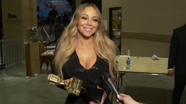 vidéos et rushes de interview mariah carey at the 2019 billboard music awards at mgm grand garden arena on may 01 2019 in las vegas nevada - billboard music awards