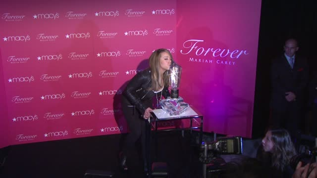 vídeos y material grabado en eventos de stock de mariah carey at the mariah carey showcases her new fragrance 'forever' at macy's herald square at new york ny - macy's