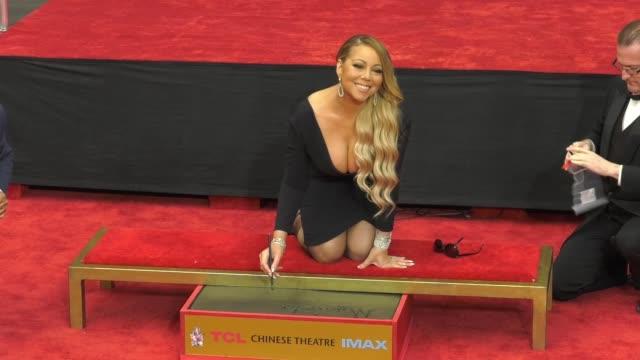 vídeos de stock, filmes e b-roll de clean mariah carey handprint footprint ceremony at tcl chinese theatre at tcl chinese theatre on november 01 2017 in hollywood california - mariah carey