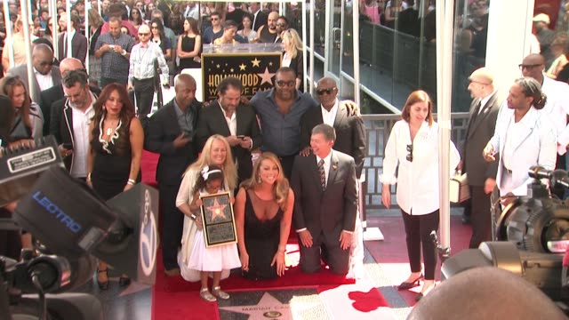 stockvideo's en b-roll-footage met mariah carey moroccan scott cannon lee daniels brett ratner la reid monroe cannon at mariah carey honored with star on the hollywood walk of fame on... - hollywood walk of fame