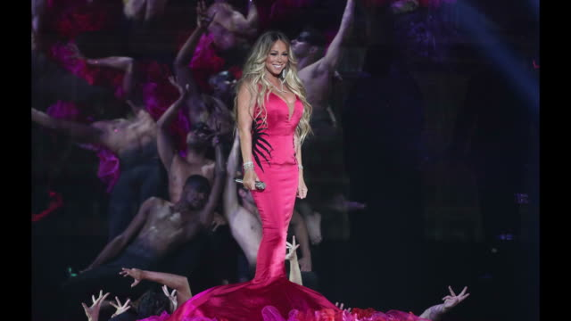mariah carey performs onstage during the 2018 american music awards at microsoft theater on october 09 2018 in los angeles california - mariah carey stock-videos und b-roll-filmmaterial