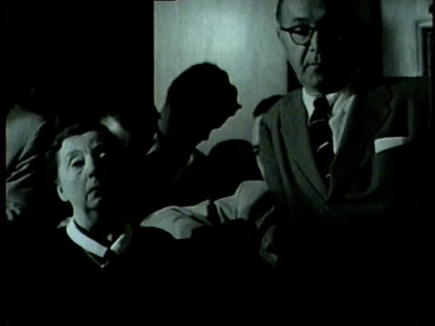 wgn marian thorne on july 6 takes the stand during the inquest about her son montgomery ward thorne a mail order fortune heir who was murdered - 1954 bildbanksvideor och videomaterial från bakom kulisserna