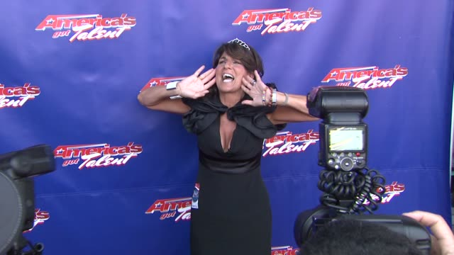 """mariann from brooklyn, howard stern superfan at """"america's got talent"""" - red carpet at new jersey performing arts center on july 02, 2012 in newark,... - シャロン オズボーン点の映像素材/bロール"""