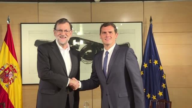 Mariano Rajoy recibio el miercoles de buen grado las condiciones planteadas por los centristas de Ciudadanos para apoyarlo en su investidura como...