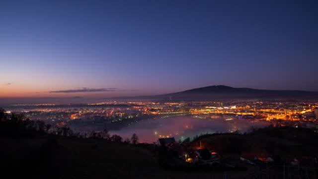 T/L Maribor sur les toits de la ville au lever du soleil