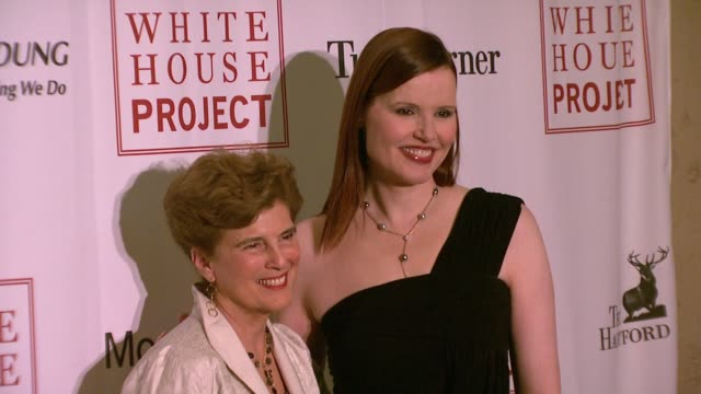 marie c wilson and geena davis at the white house project honors billie jean king, at 2007 epic awards at the american museum of natural history in... - ジーナ デイヴィス点の映像素材/bロール