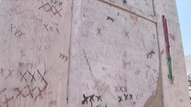 cu td marie laveau's tomb, new orleans, louisiana, usa - scribble stock videos & royalty-free footage
