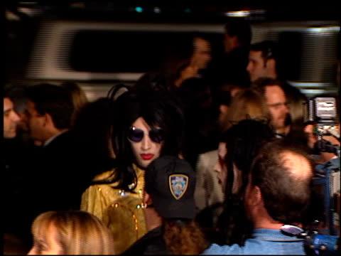 marilyn manson at the 'alien resurrection' premiere on november 20 1997 - マリリン マンソン点の映像素材/bロール