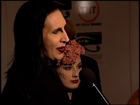 marilyn manson at the american cinematheque honors nicolas cage at the beverly hilton in beverly hills california on october 28 2001 - マリリン マンソン点の映像素材/bロール